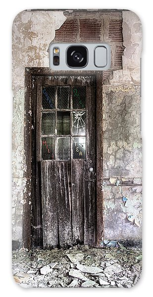Galaxy Case featuring the photograph Old Door - Abandoned Building - Tea by Gary Heller