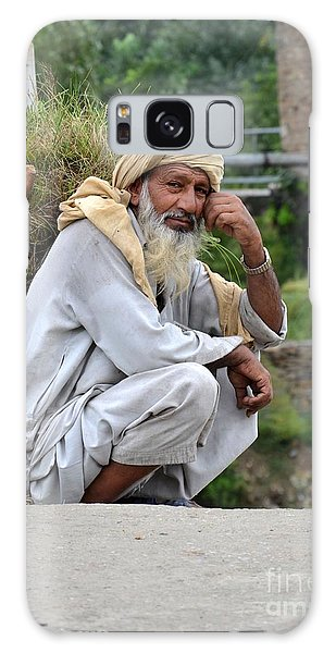 Old Man Carrying Fodder Swat Valley Kpk Pakistan Galaxy Case