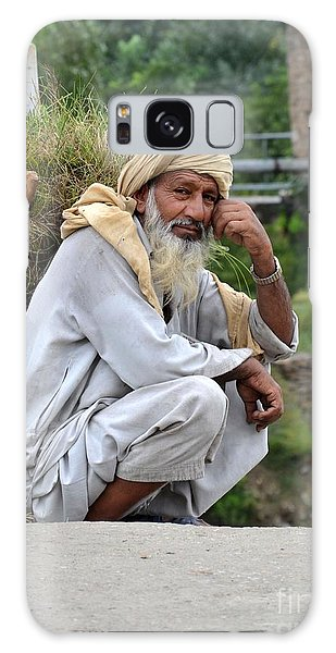 Old Man Carrying Fodder Swat Valley Kpk Pakistan Galaxy Case