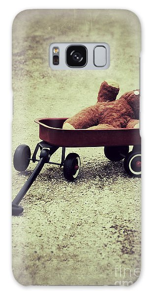 Old Teddy Bear In Red Wagon Galaxy Case