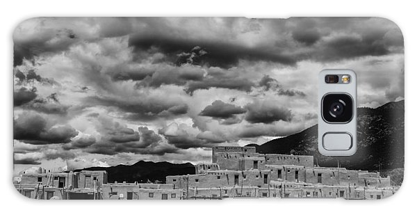 Sangre De Cristo Galaxy S8 Case - Ominous Clouds Over Taos Pueblo by Silvio Ligutti