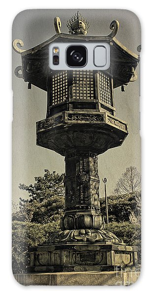 Ornate Lamp Post In Front Of A Buddhist Temple Galaxy Case