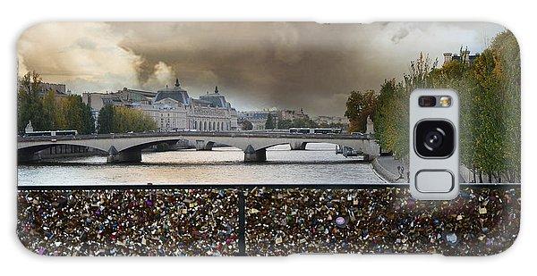 Paris Pont Des Art Bridge Locks Of Love Bridge - Romantic Locks Of Love Bridge View  Galaxy Case