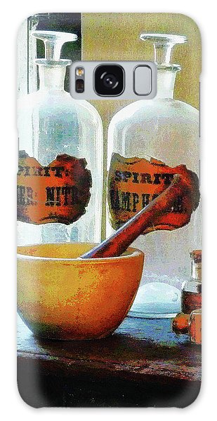Pharmacist - Mortar And Pestle With Bottles Galaxy Case