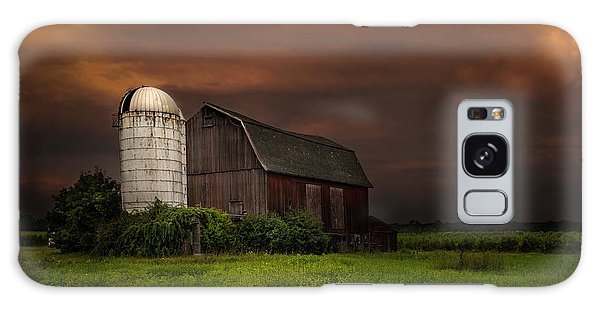 Red Barn Stormy Sky - Rustic Dreams Galaxy Case