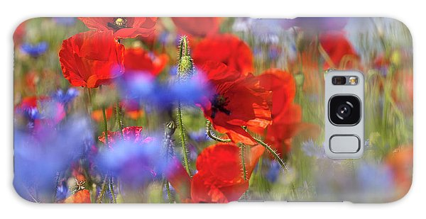Red Poppies In The Maedow Galaxy Case