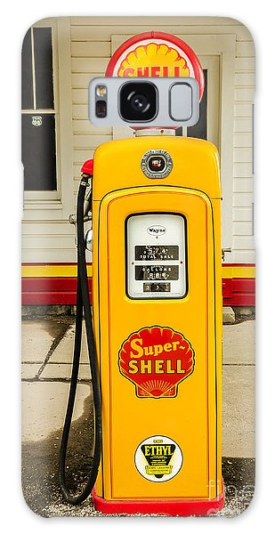 Restored Shell Pump On Route 66 Galaxy Case