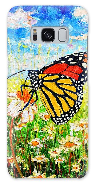Royal Monarch Butterfly In Daisies Galaxy Case