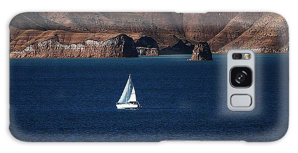 Sailing At Roosevelt Lake On The Blue Water Galaxy Case by Tom Janca