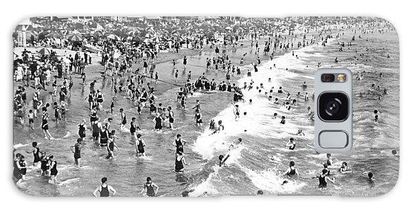 Santa Monica Beach In December Galaxy Case by Underwood Archives