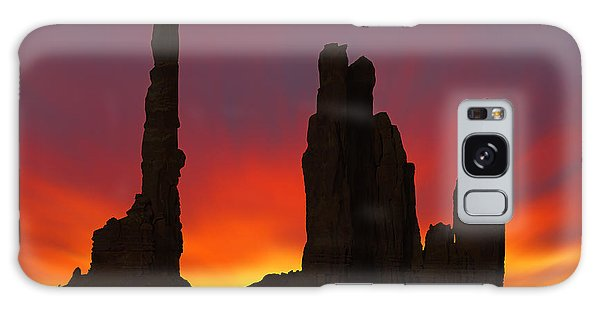 Silhouette Of Totem Pole After Sunset - Monument Valley Galaxy S8 Case