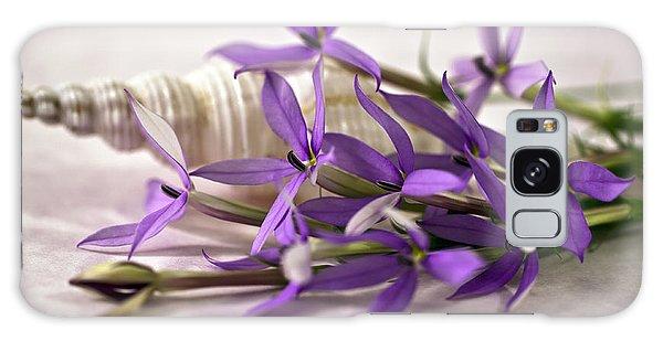 Starshine Laurentia Flowers And White Shell Galaxy Case