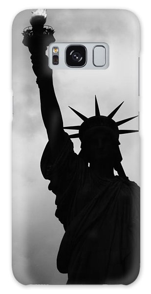 Statue Of Liberty Silhouette Galaxy Case by Dave Beckerman