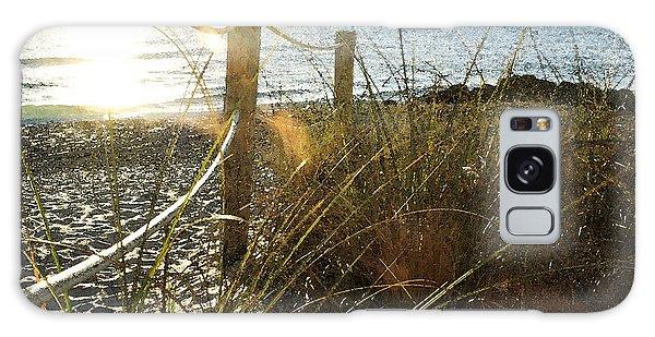 Sun Glared Grassy Beach Posts Galaxy Case