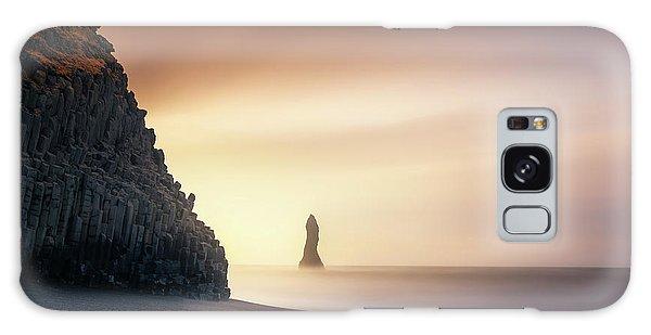 Iceland Galaxy S8 Case - Sunrise In Reynisfjara by Jorge Ruiz Dueso