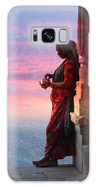 Sunset Lake Colorful Woman Rajasthani Udaipur India Galaxy Case