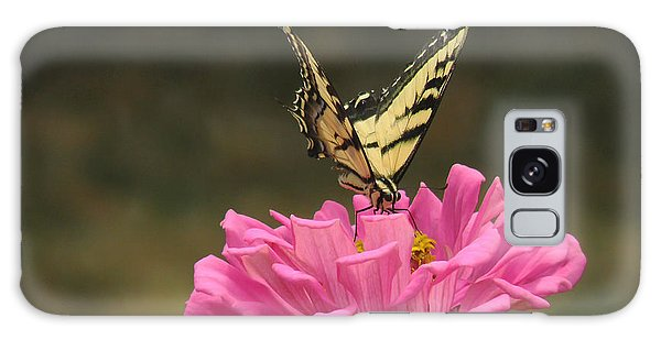 Swallowtail On A Zinnia Galaxy Case