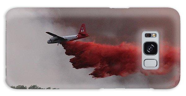 Tanker 07 Drops On The Myrtle Fire Galaxy Case by Bill Gabbert