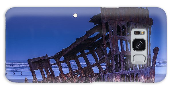 The Moon Sets Over The Wreck Galaxy Case