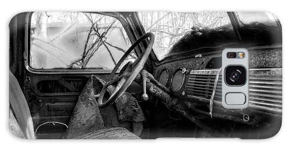 The Seat Of An Old Truck In Black And White Galaxy Case