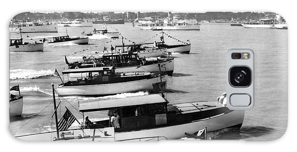 Motor Yacht Galaxy Case - The Start Of The Liggett Trophy Race On The Detroit River In Mic by Underwood Archives