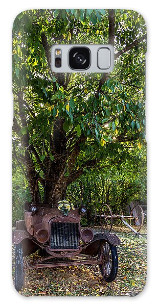 Tree Growing Out Of Old Car - 1 Galaxy Case by Rob Green