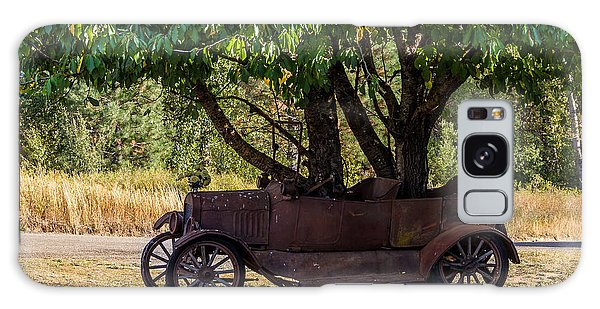 Tree Growing Out Of Old Car - 2  Galaxy Case by Rob Green