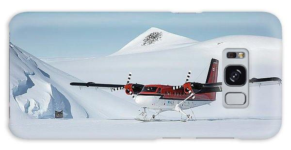 Otter Galaxy Case - Twin Otter Aircraft Landing by Peter J. Raymond