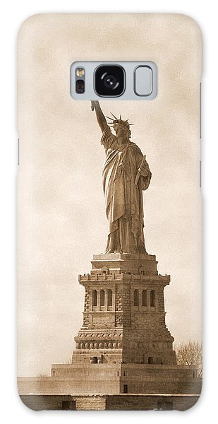 Vintage Statue Of Liberty Galaxy Case by RicardMN Photography