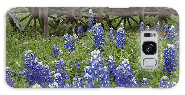 Wagon With Bluebonnets Galaxy Case by Susan Rovira
