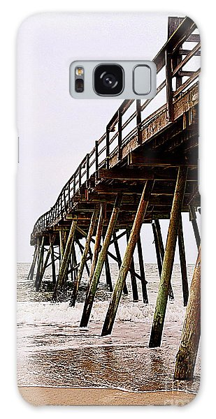 Weathered Oceanic Pier  Galaxy Case