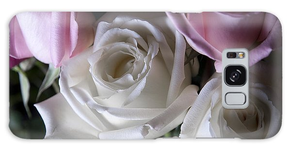 White And Pink Roses Galaxy Case