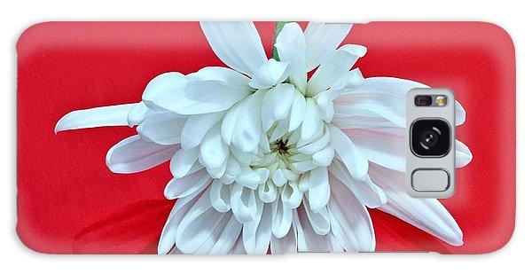 White Flower On Bright Red Background Galaxy Case