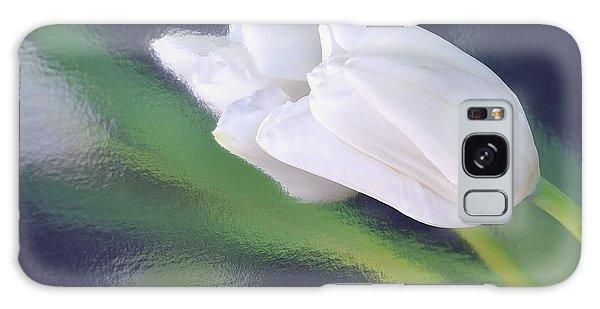 White Tulip Reflected In Dark Blue Water Galaxy Case