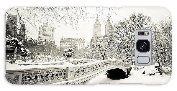 Winter's Touch - Bow Bridge - Central Park - New York City Galaxy Case
