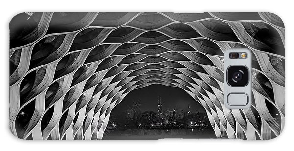 Wooden Archway With Chicago Skyline In Black And White Galaxy Case
