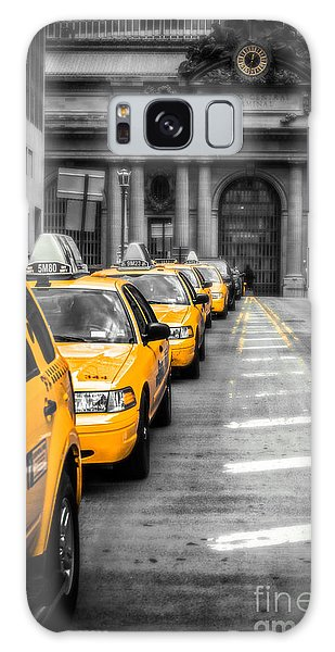 Yellow Cabs Waiting - Grand Central Terminal - Bw O Galaxy Case