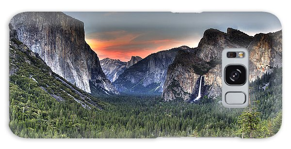 Yosemite Valley View Sunset Galaxy Case