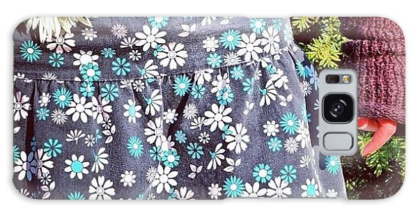 Fashion And Nature - Floral Skirt Galaxy Case