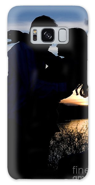 Silhouette Of Romantic Couple Galaxy Case