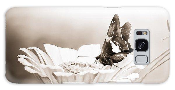Butterfly On Flower Bw Galaxy Case