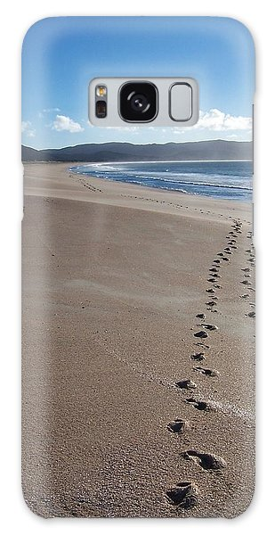 Footsteps In The Sand Galaxy Case by Peter Mooyman