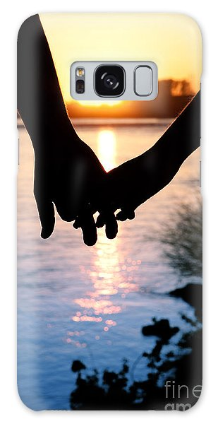Holding Hands Silhouette Galaxy Case