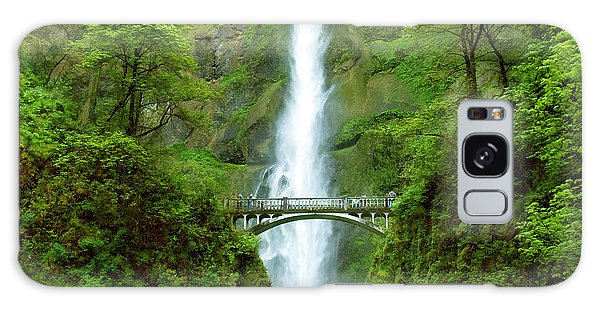 Multnomah Falls Bridge With Sightseers Close To Falls Galaxy Case
