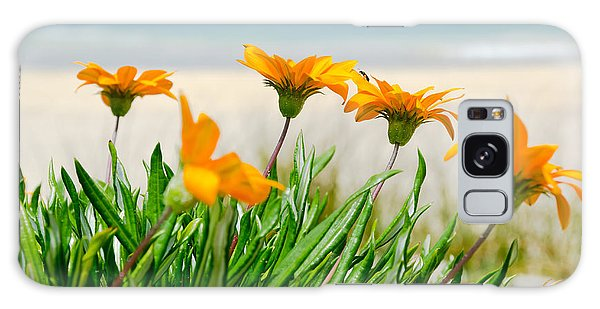 Orange Flowers On The Sunny Ocean Beach. Galaxy Case