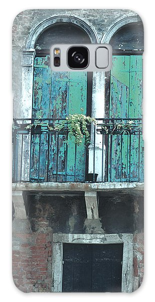Weathered Venice Porch Galaxy Case