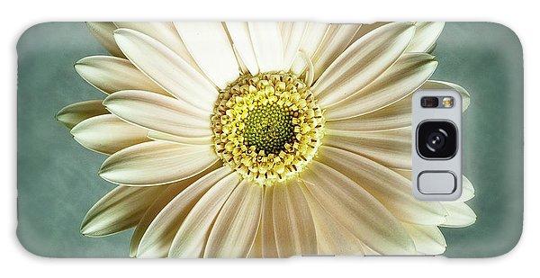 White Daisy Galaxy Case