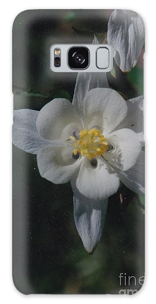 White Flower Splendor Galaxy Case
