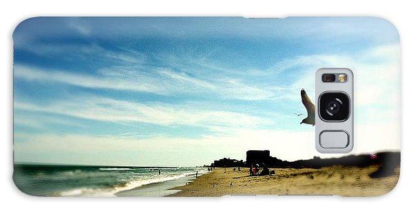 Seagulls At The Beach. Galaxy Case by Carlos Avila