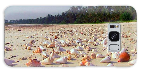 She Sells Sea Shells At The Sea Shore Seaweed And Sea Shells Beaches Of Zanzibar Tanzania Galaxy Case